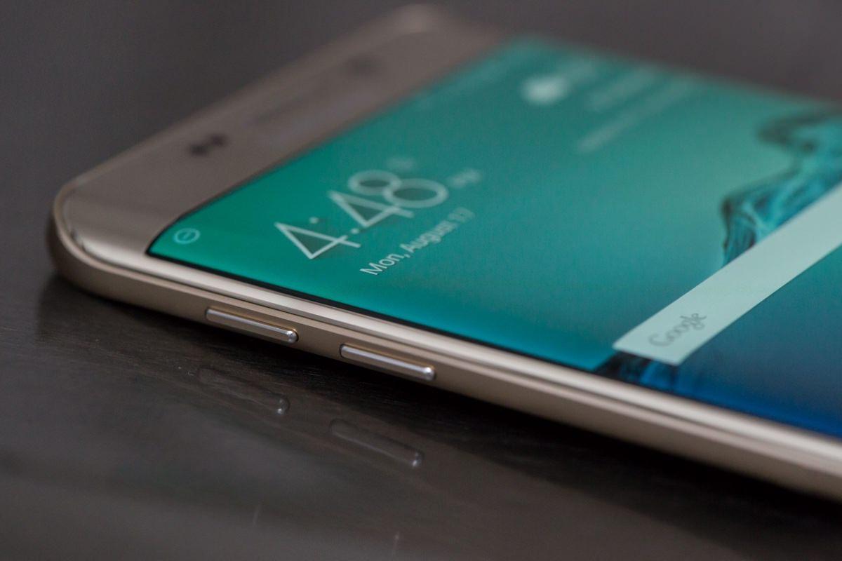 Samsung Galaxy S6 edge+ загорелся от оригинальной зарядки