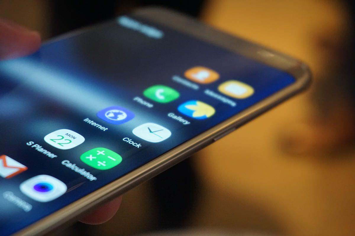 Складывающийся смартфон Samsung выйдет на рынок в 2017 году