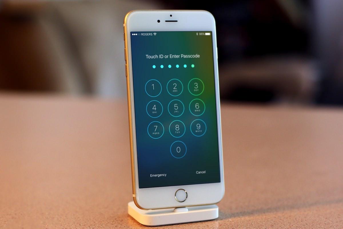 Apple усилит безопасность iOS из-за взлома iPhone спецслужбами