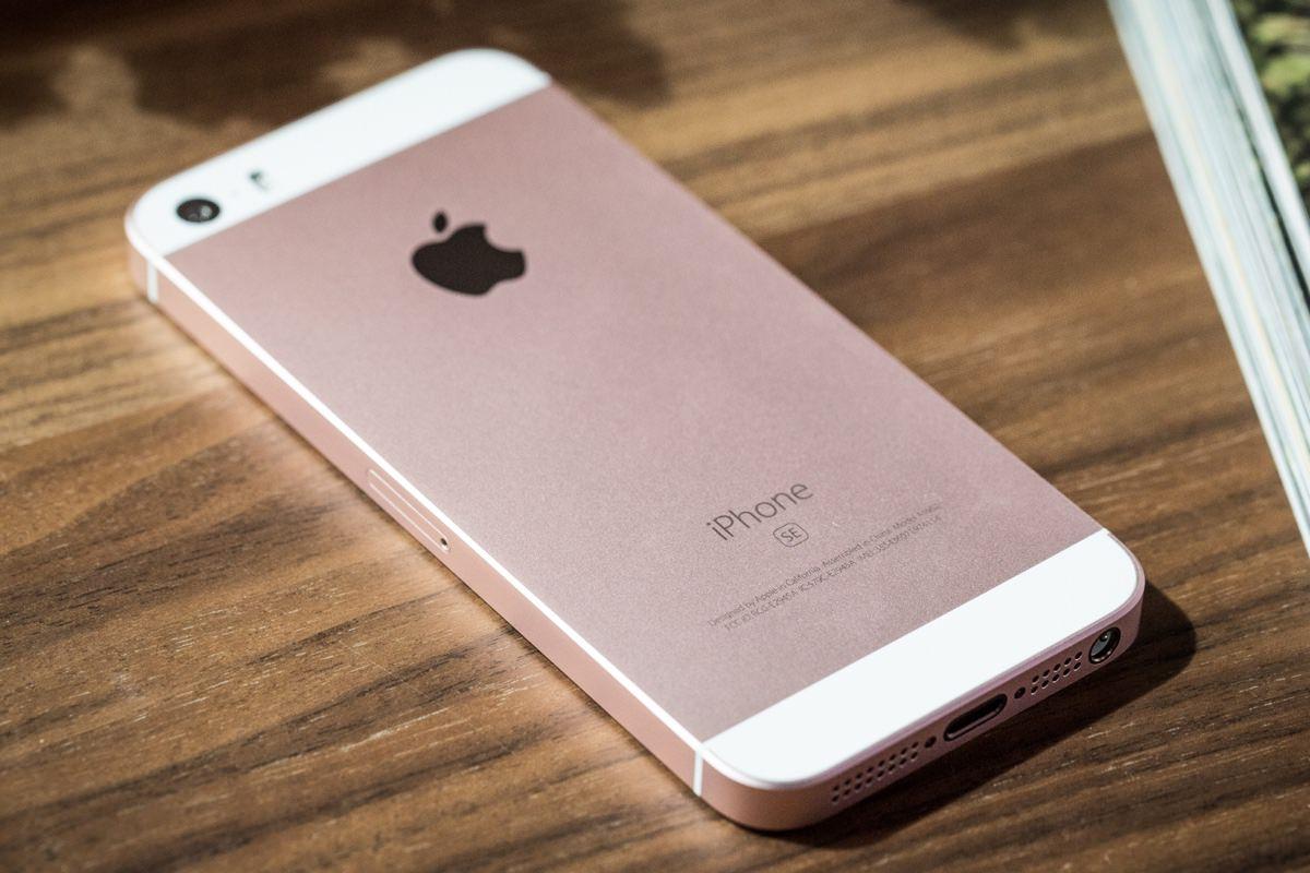 Владельцы iPhone SE столкнулись с проблемами в работе Bluetooth