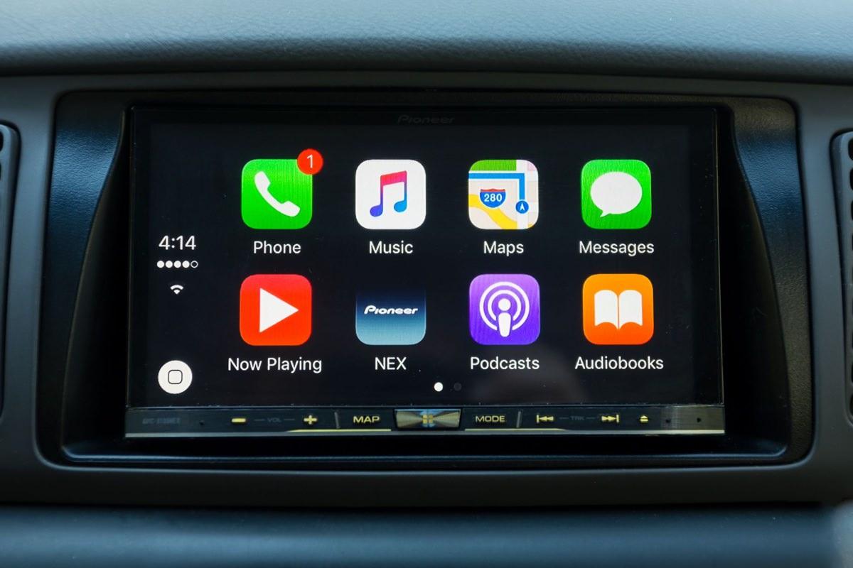 Автомобили BMW начнут оснащать поддержкой CarPlay