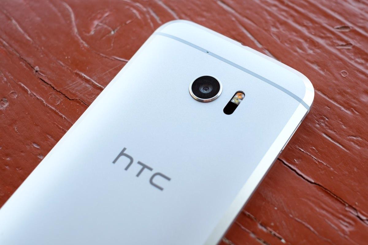 Стала известна дата начала продаж HTC 10 в России