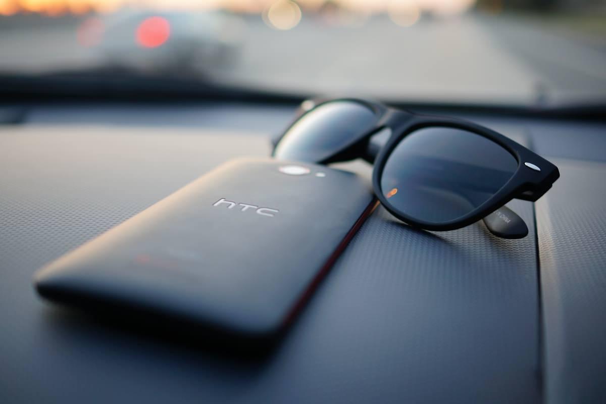 Выход часов HTC Watch вновь откладывается