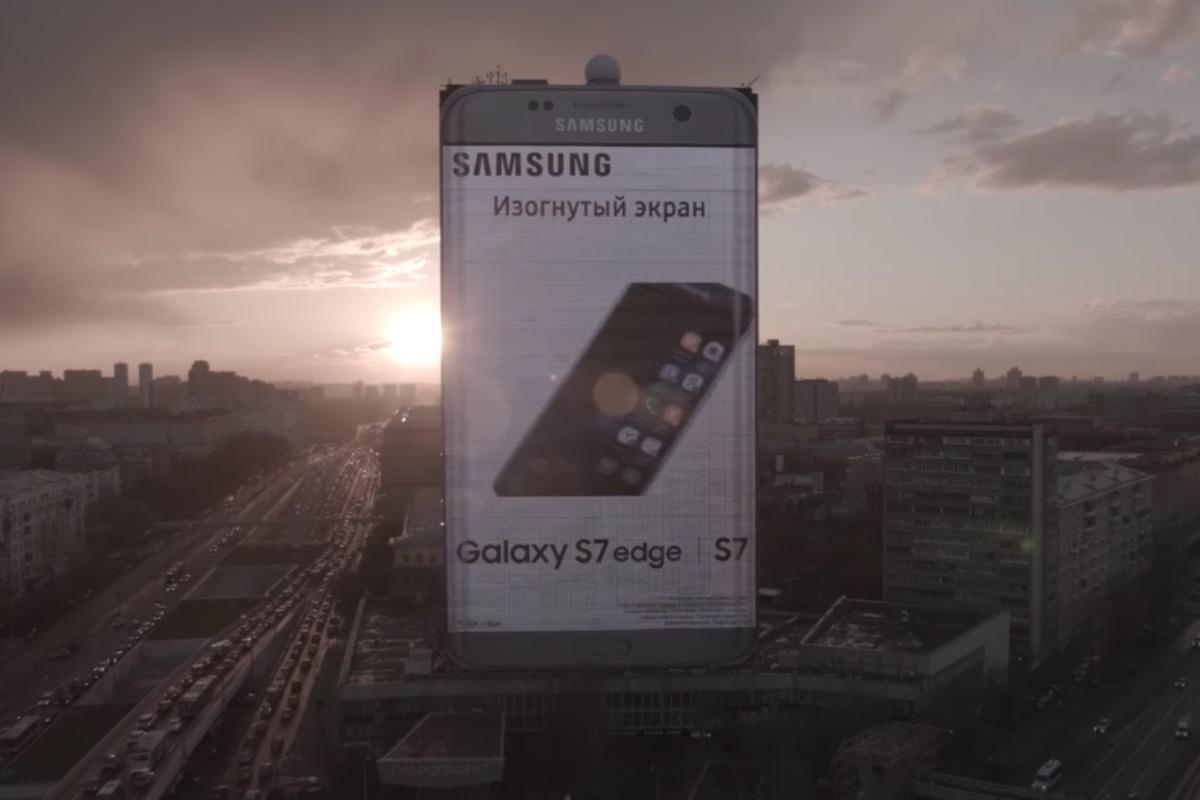 Samsung установила в Москве 80-метровый Galaxy S7 edge