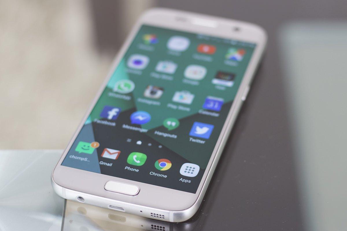 Складной смартфон Samsung представят в начале 2017 года