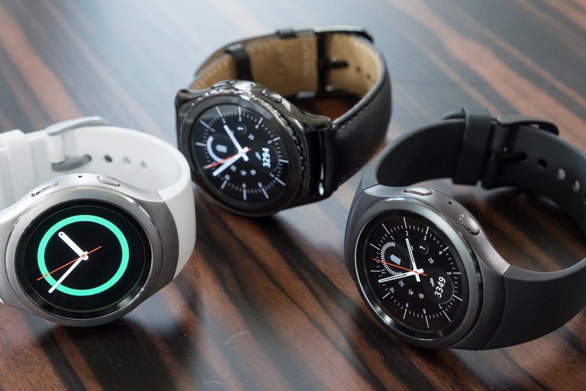 Samsung работает над смарт-часами со встроенным проектором