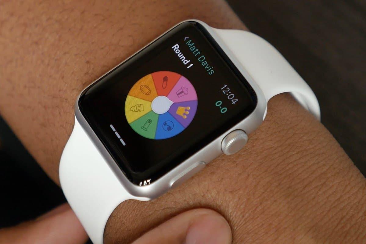 Второе поколение Apple Watch получит модуль GPS и водонепроницаемый корпус