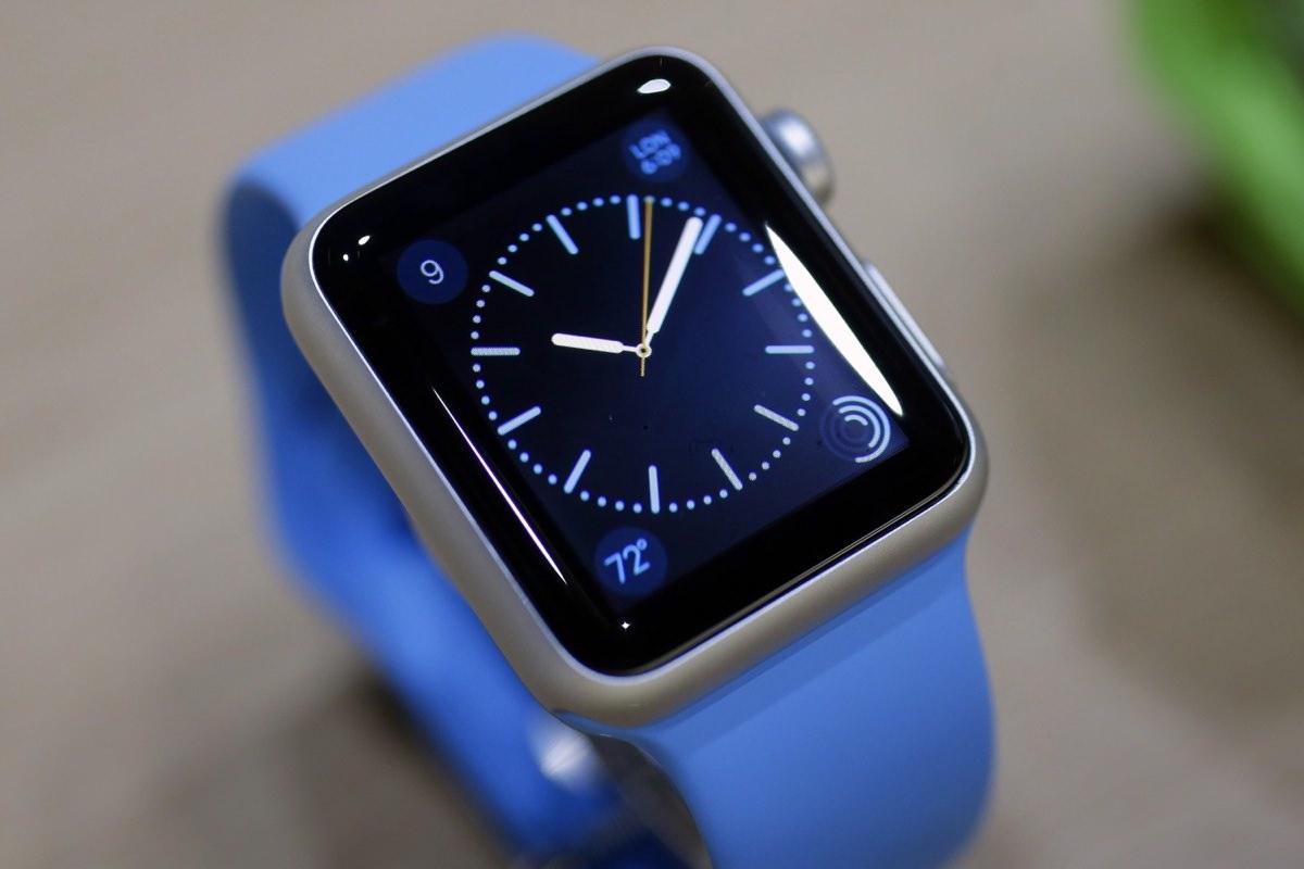 Второе поколение Apple Watch получит изогнутый экран
