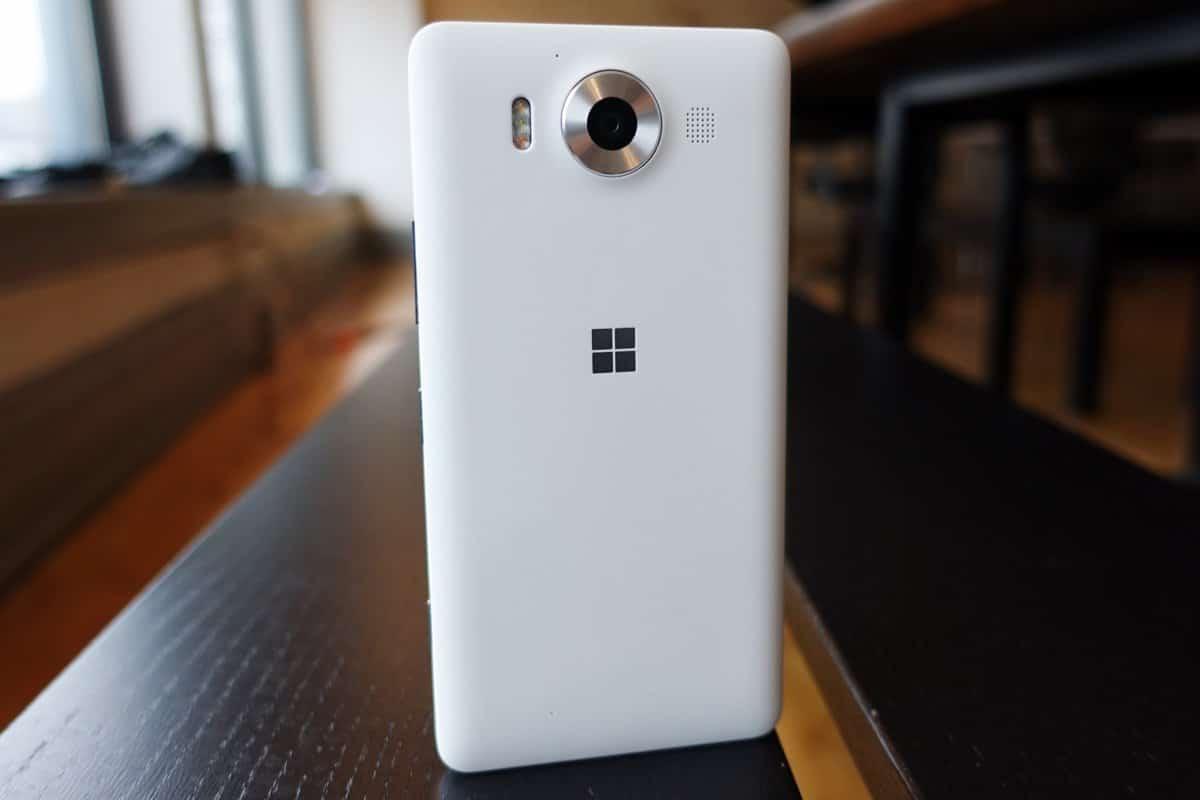 Microsoft работает над новым смартфоном на базе Windows 10