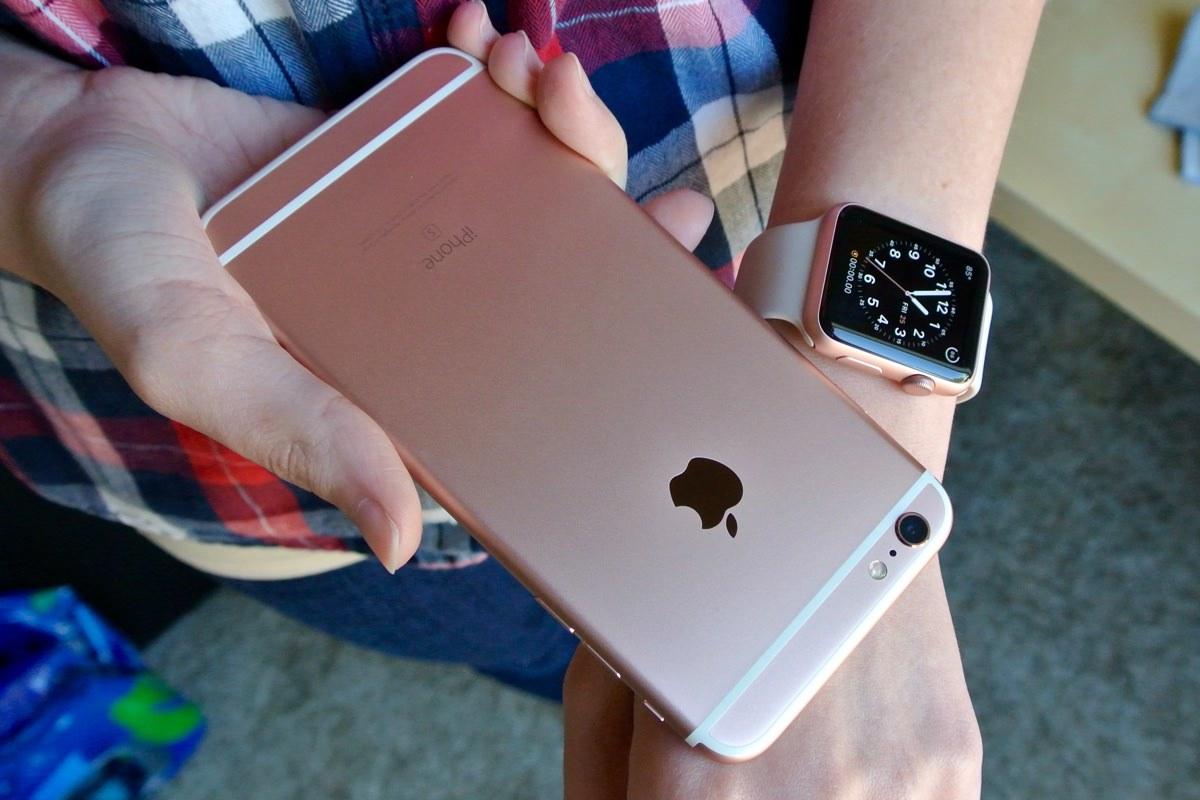 Цены на официальный iPhone 6s резко рухнули в России