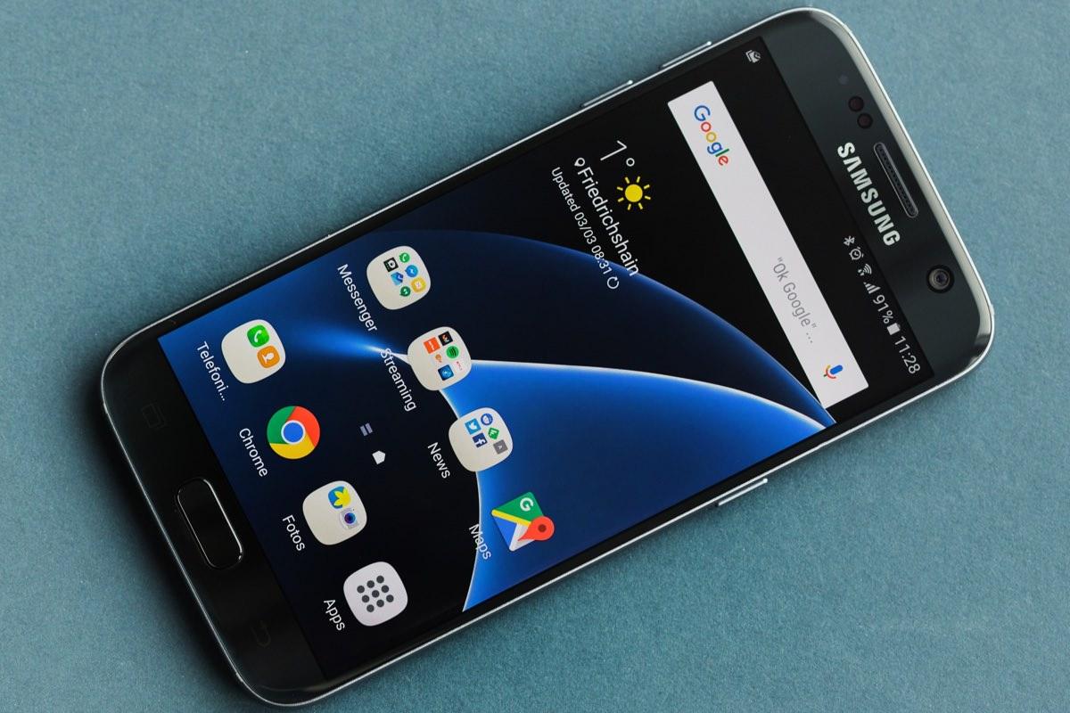 Samsung установит в Galaxy S8 дисплей с разрешением 4K UHD и двойную камеру