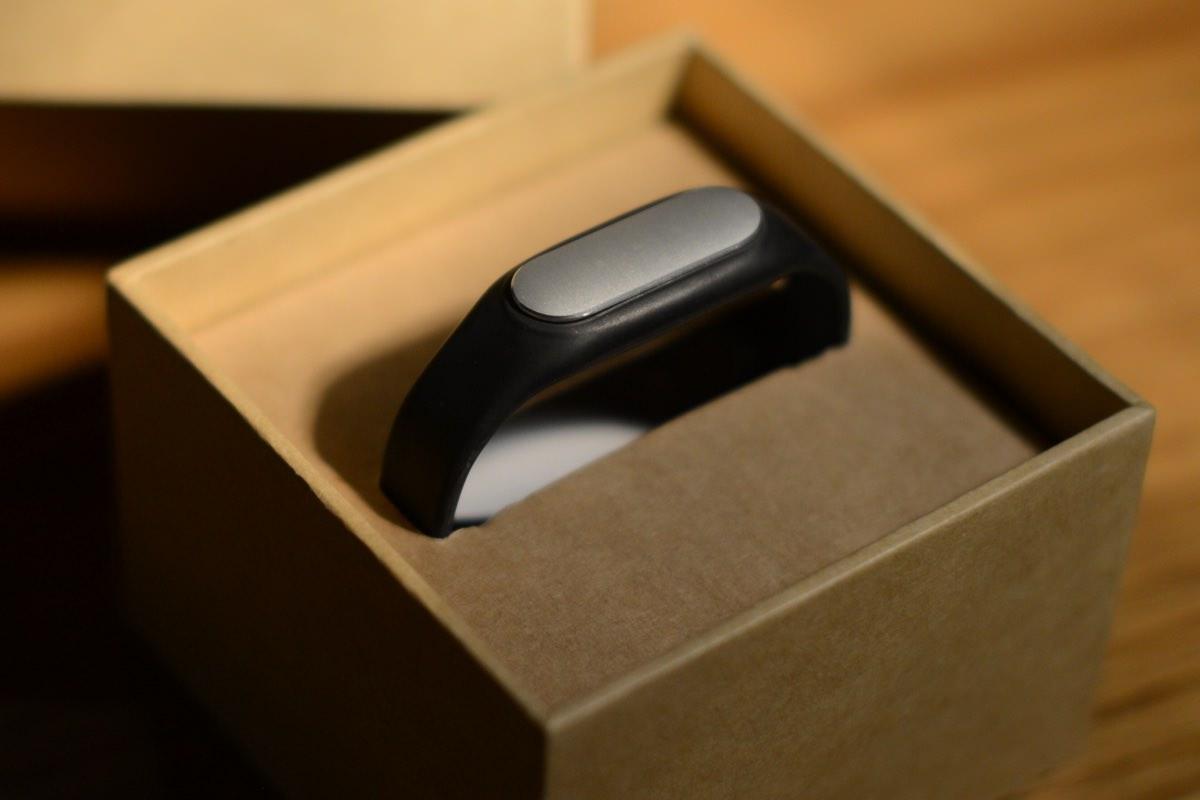 Стоит ли покупать браслеты Xiaomi Mi Band и для кого они нужны?
