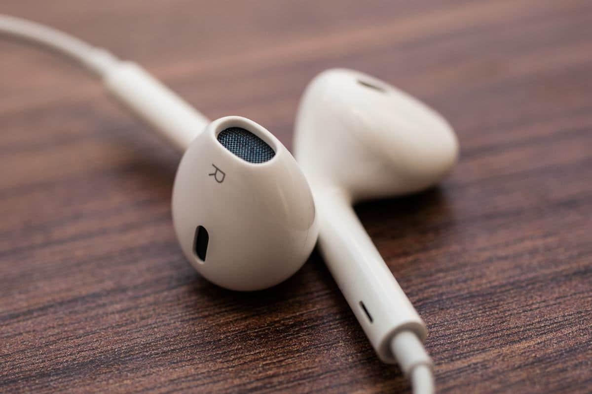 Новая фотография наушников EarPods с коннектором Lightning – фейк