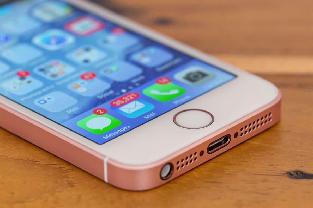 Продажи iPhone в России увеличились почти в два раза за полгода