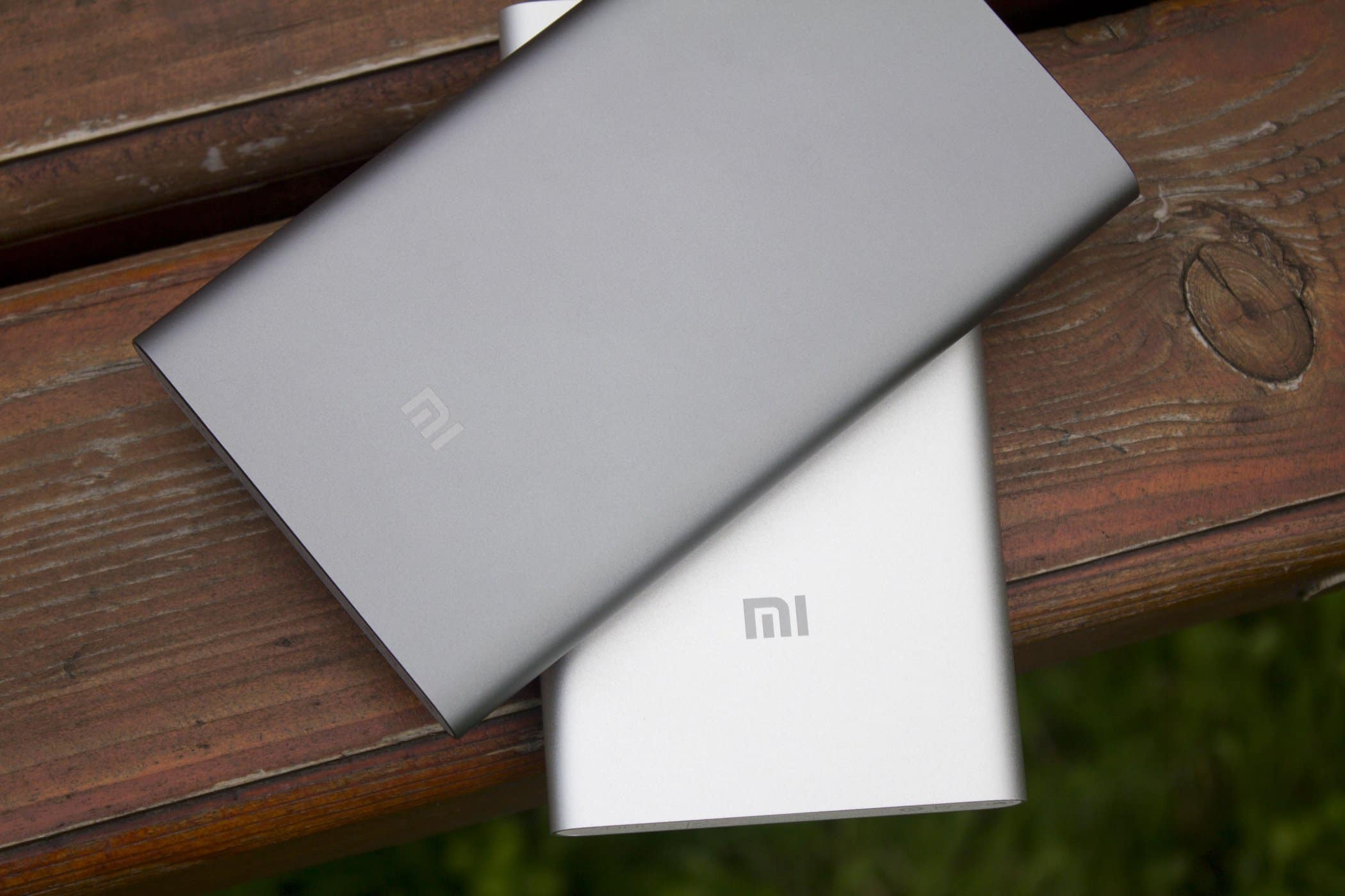 Сравнение Xiaomi Mi Power Bank Pro 10000 мАч и Xiaomi Mi Power Bank 5000 мАч