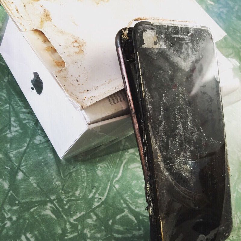 Apple iPhone 7 Fire burn 2