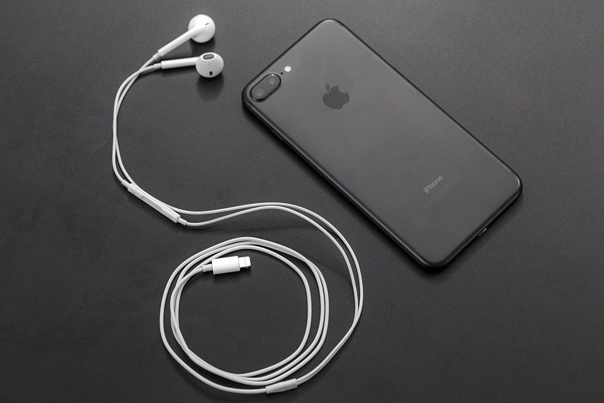 Apple iPhone 7 Plus EarPods Lightning review 2