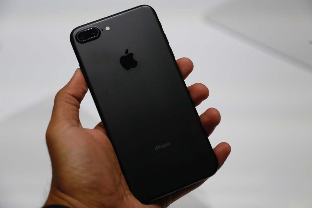 Apple iPhone 7 Unboxing Review 0