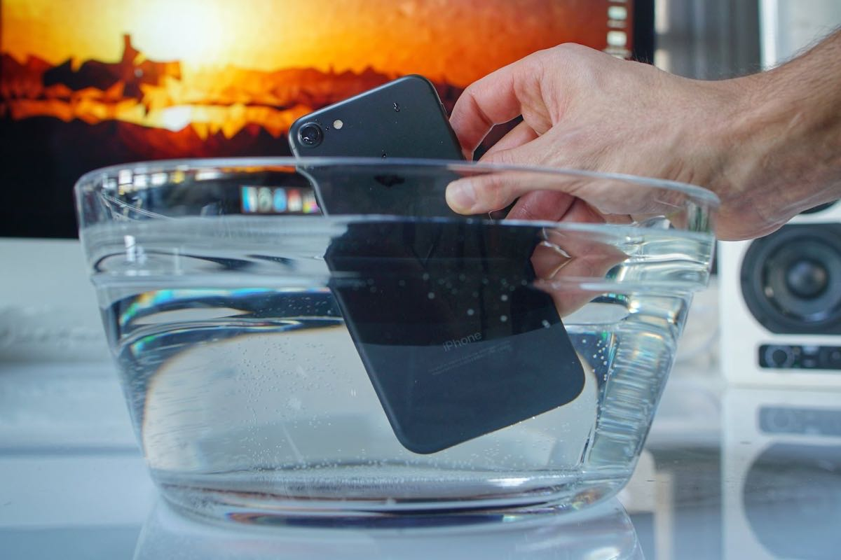 Apple iPhone 7 Water Test Review 2