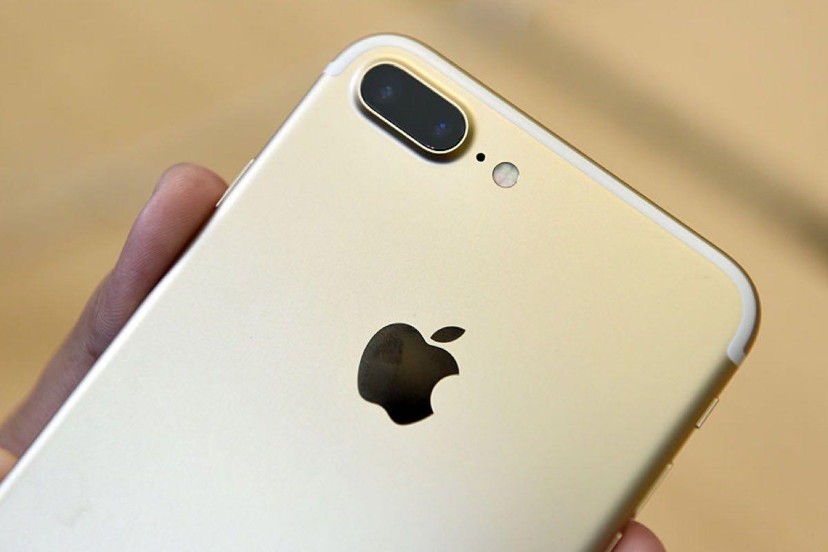 Apple iPhone 7 Yellow 2