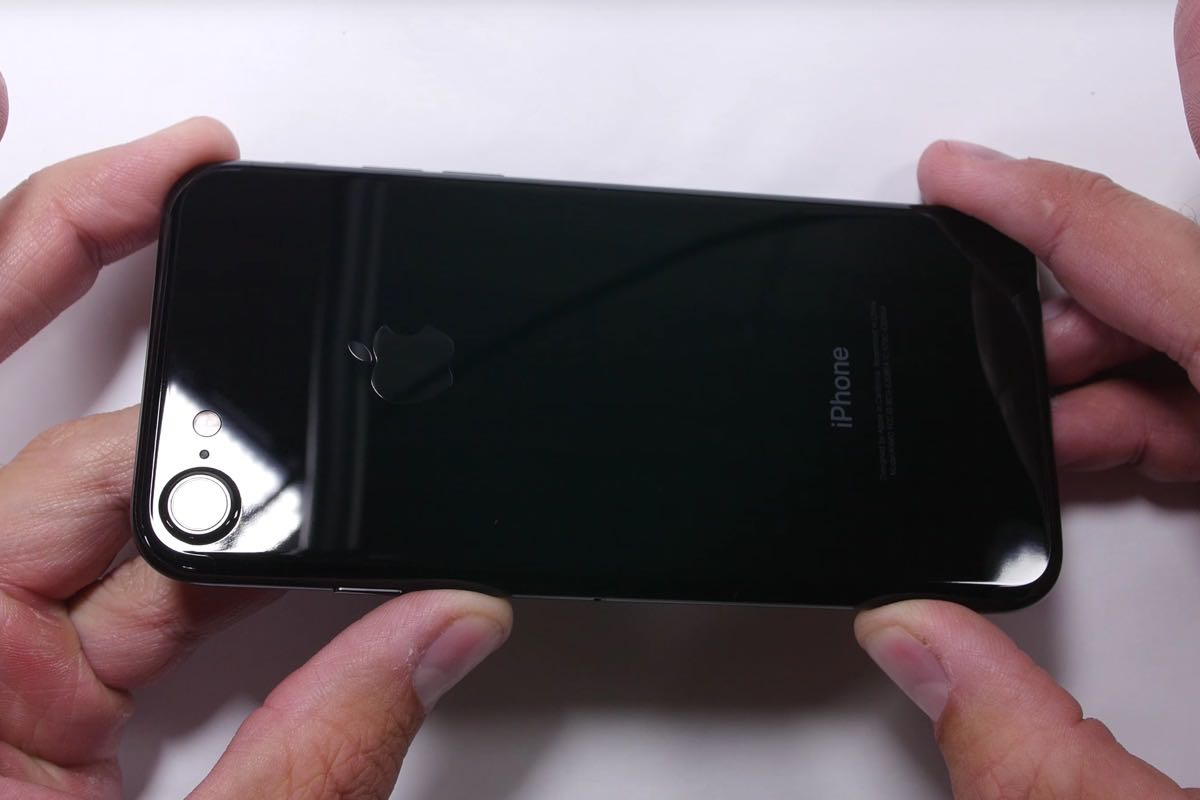 Apple iPhone Jet Black Test Crash 2