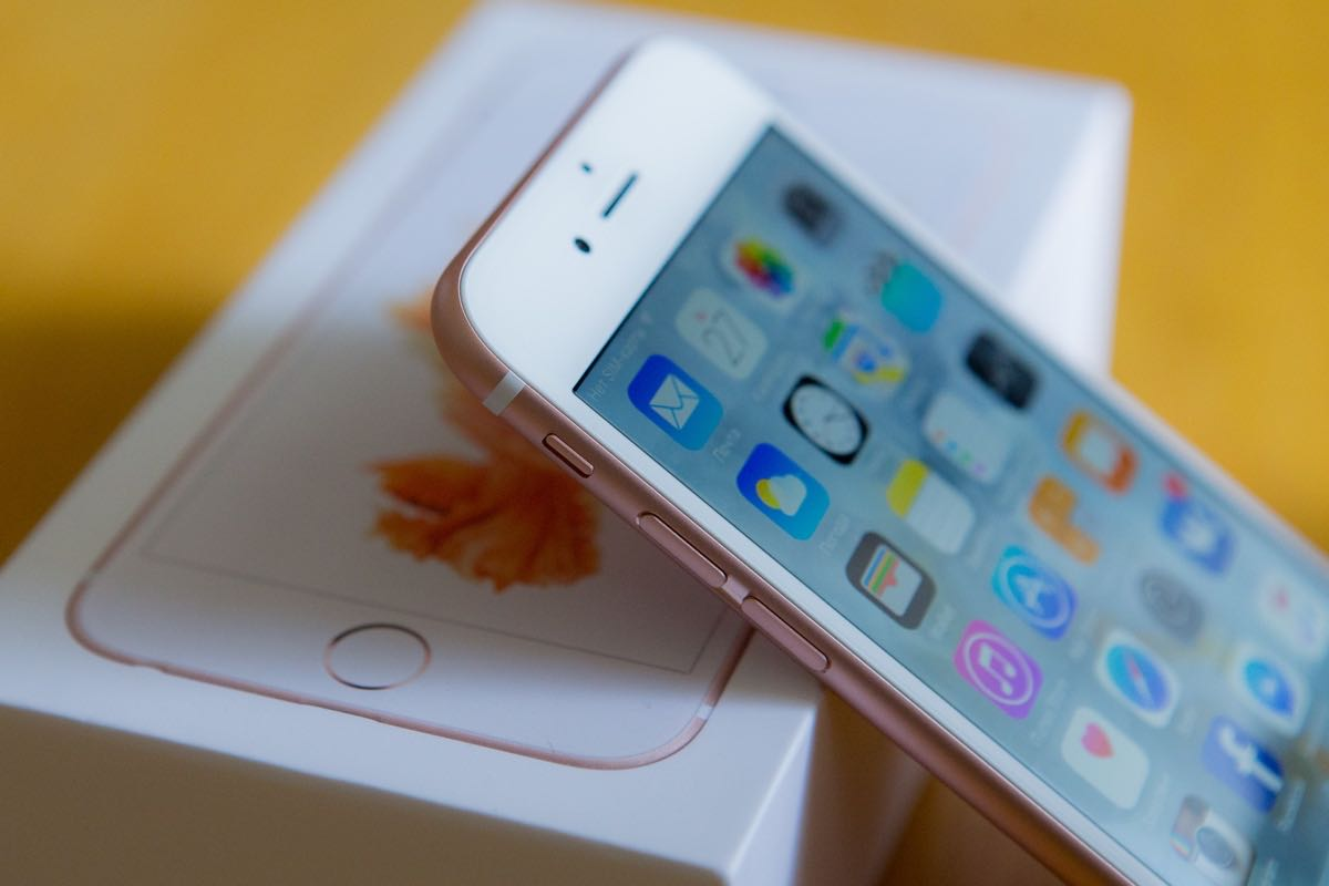 Купить Apple iPhone 6s в цвете Rose Gold стало возможно за $439