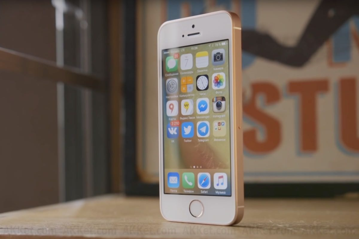 Apple iPhone SE iPhone 6s iPhone 7 Review 2