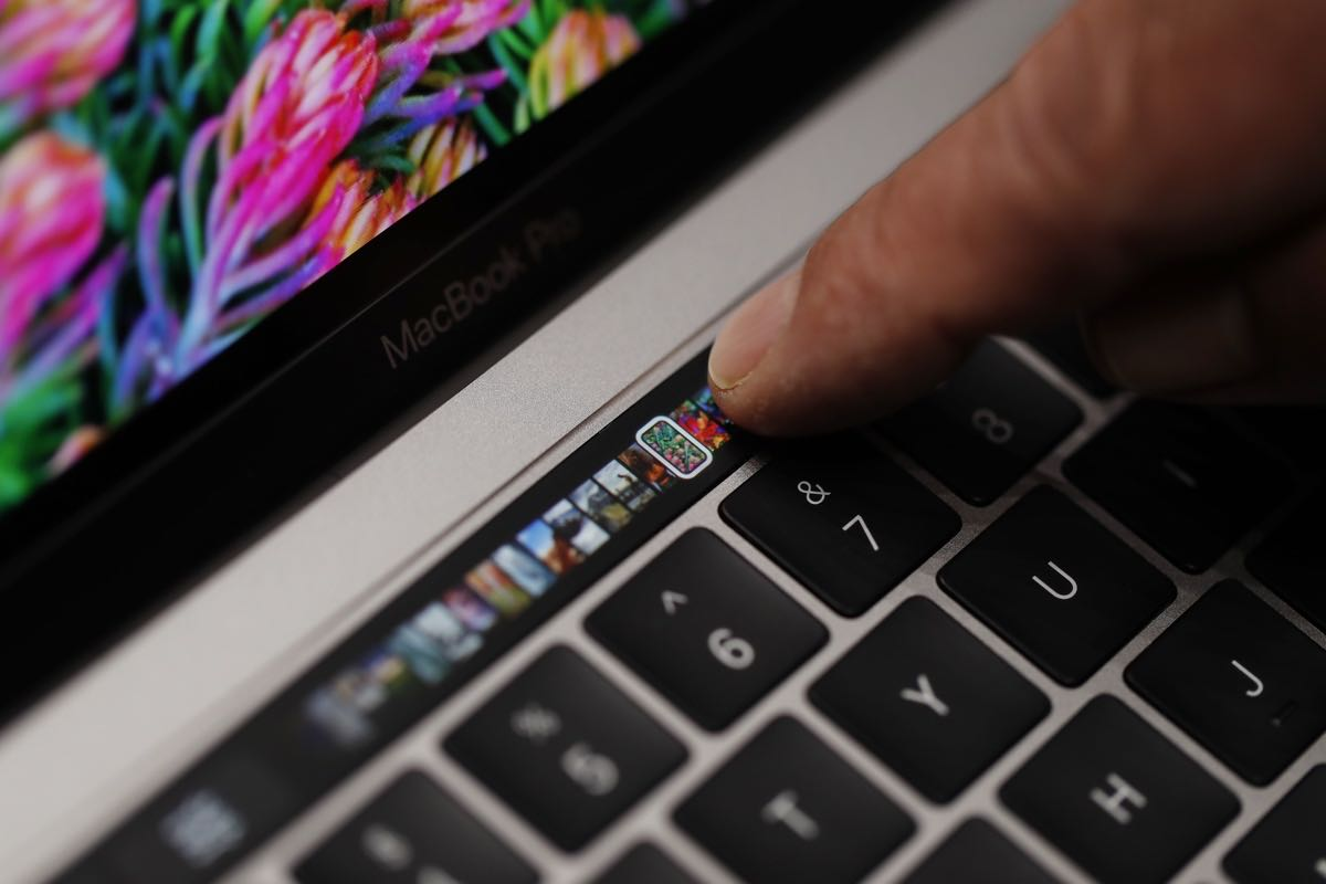 MacBook Pro Touch Bar OLED