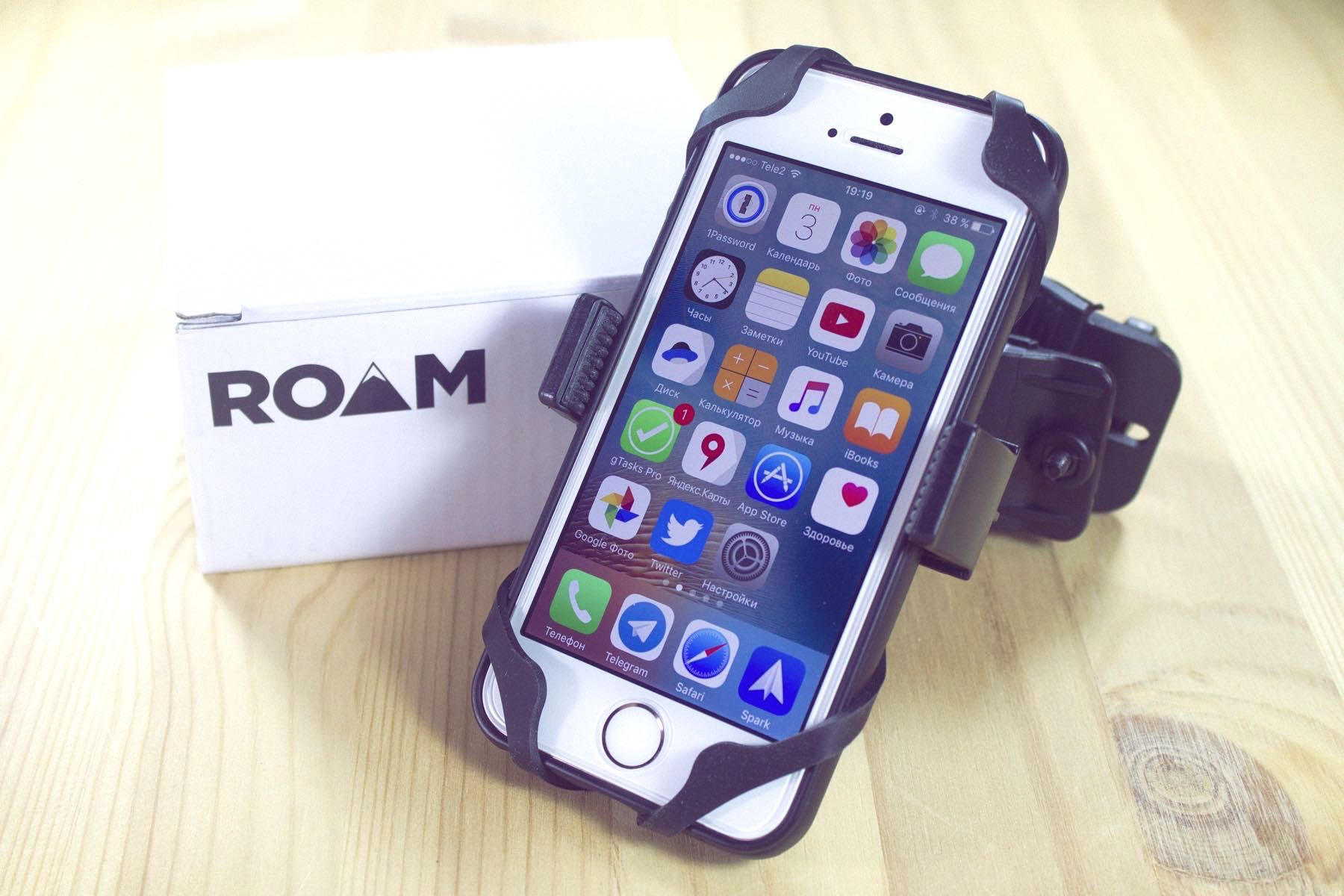Roam Co-Pilot iPhone Android Bike  00