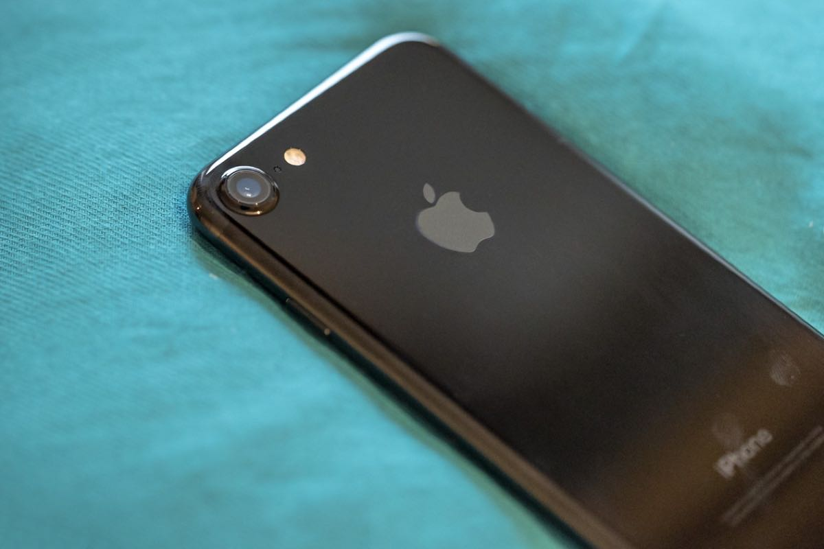 jet black iPhone 7 2