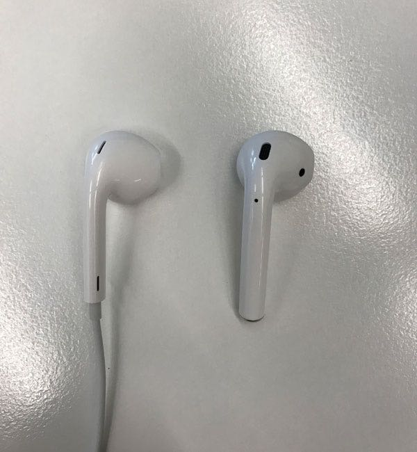 Apple AirPods Russia 2