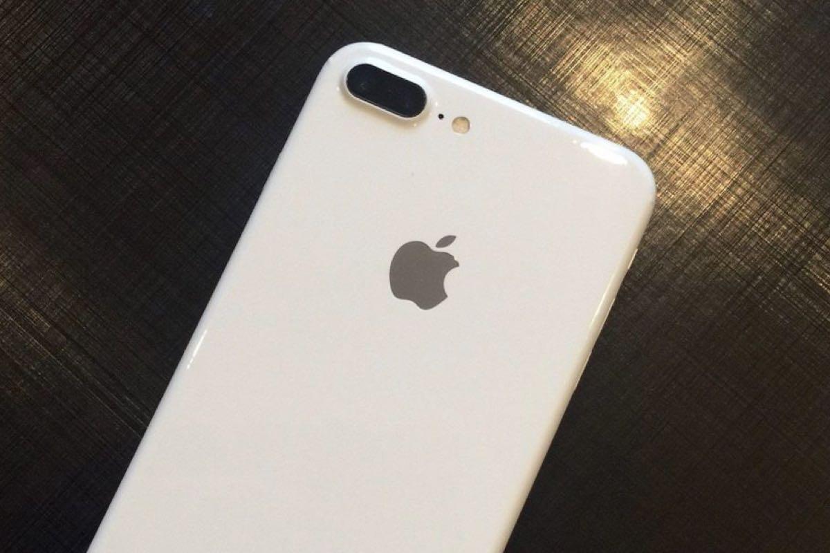 iPhone 7 Jet White 2