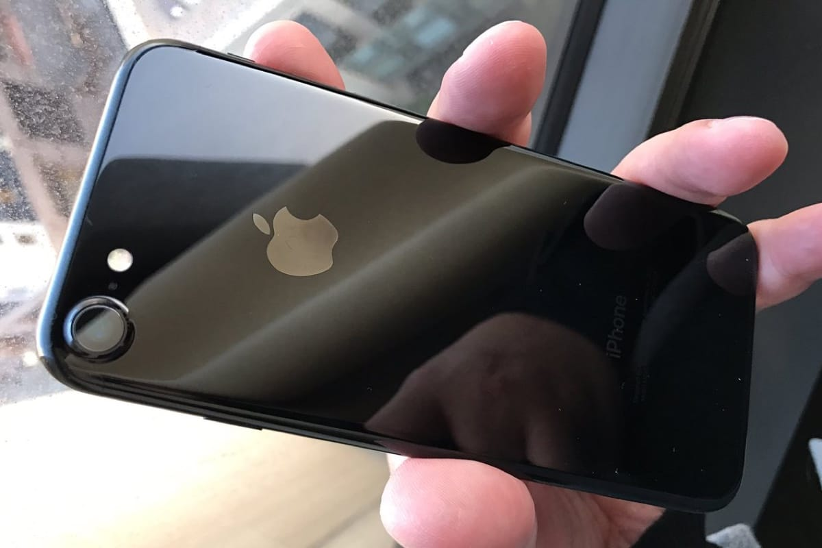 apple iPhone 7 Jet Black 3