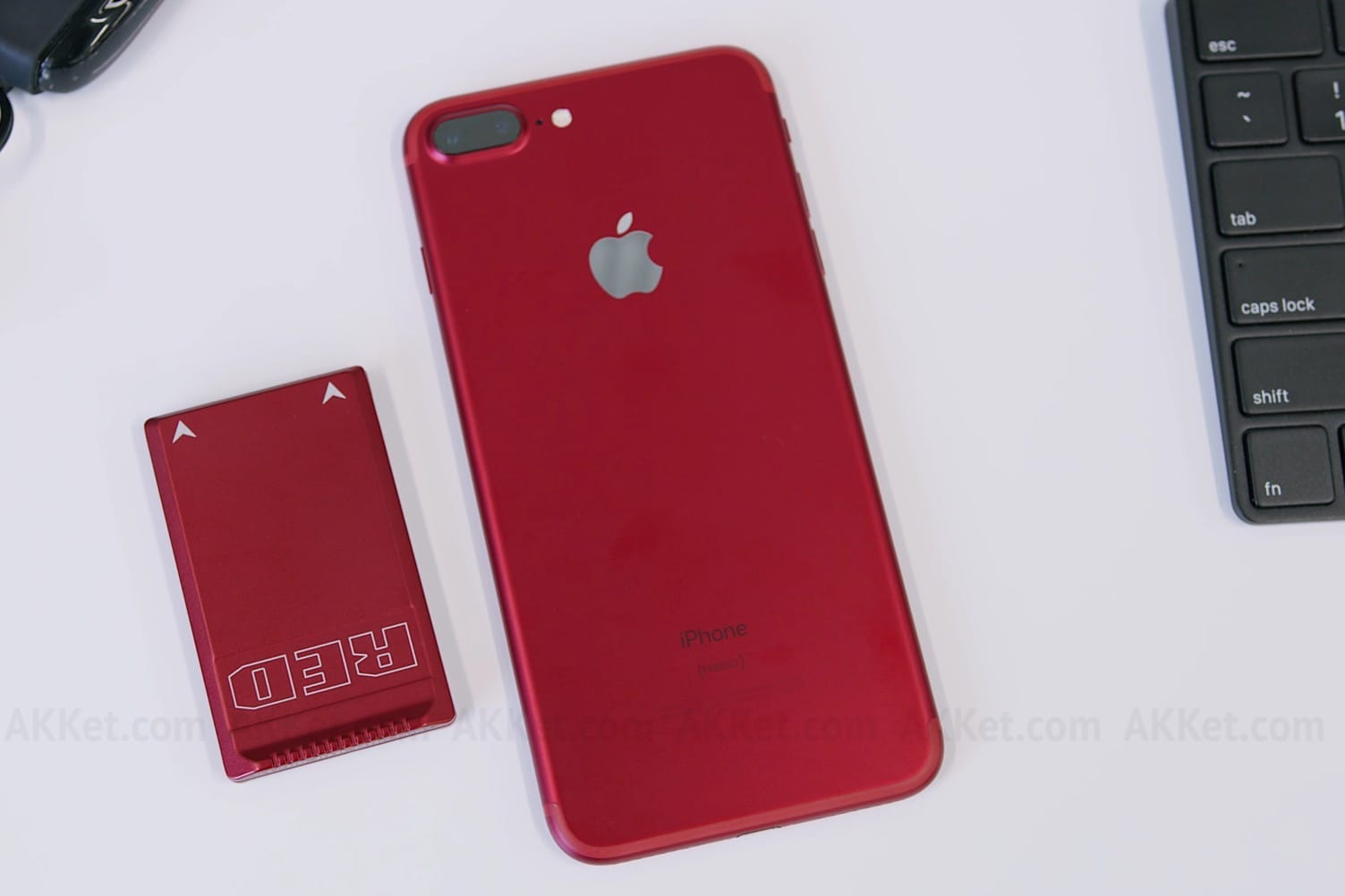 Apple iPhone 7 Plus (PRODUCT)RED Red unboxing 2