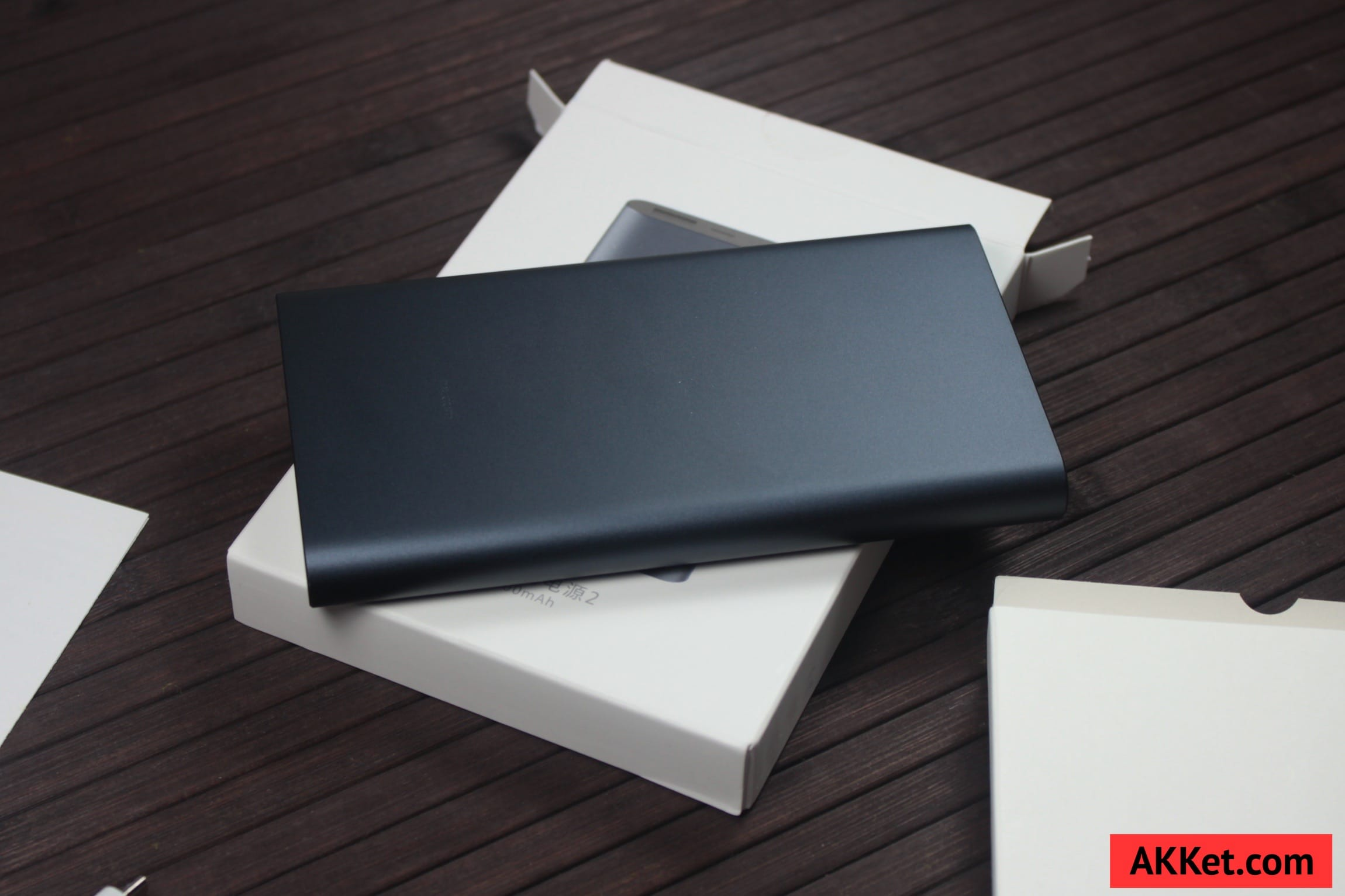 Xiaomi Mi Power Bank 10000 mAh Review iPhone SE AKKet.com 12