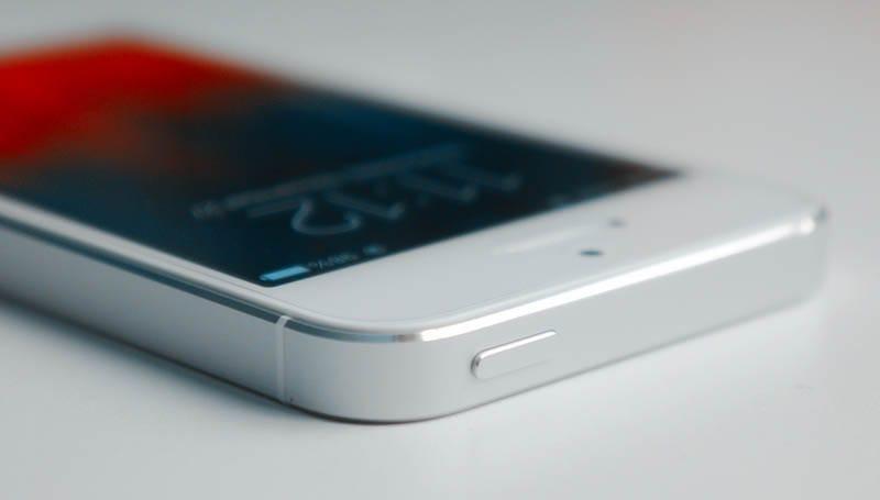 iPhone SE power botton