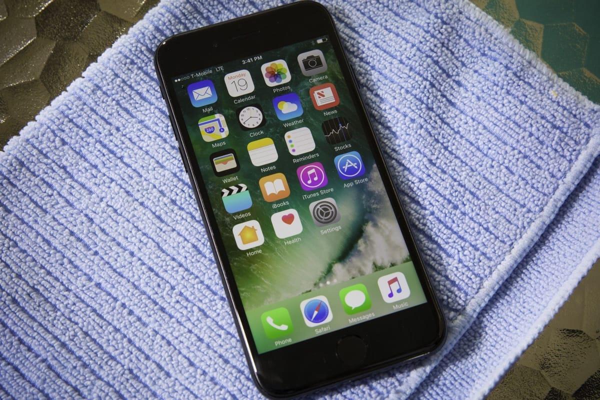 Вглобальной web-сети опубликовали фото iPhone 7s и7s Plus