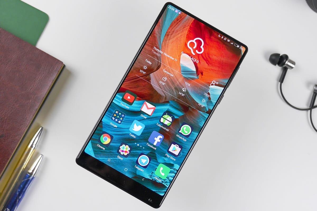 Создатель андроид представил безрамочный смартфон Essential смодульным дизайном