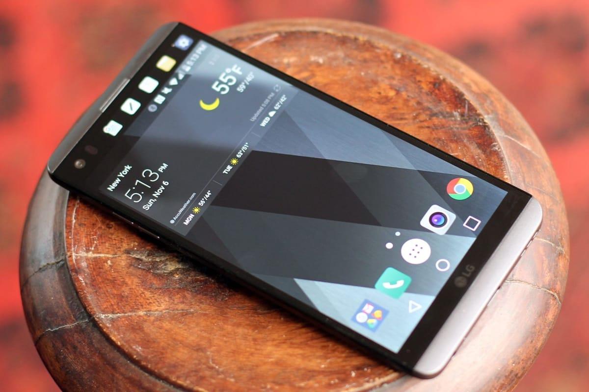 СмартфонLG V30 получит OLED-экран