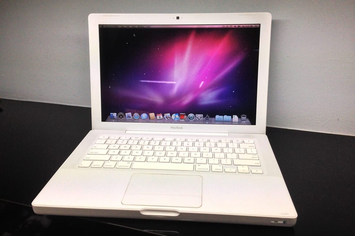 Apple: Пластиковый MacBook официально устарел