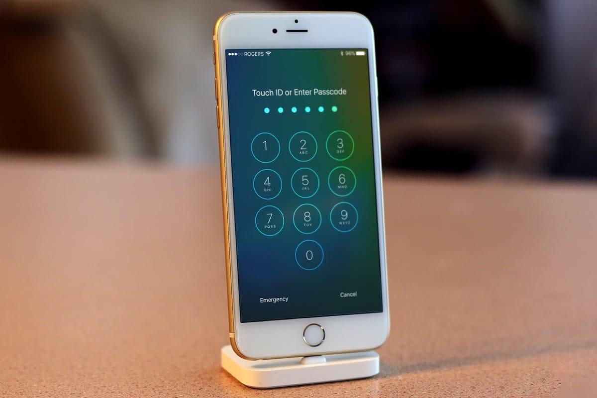Уязвимость Siri позволила выключить сотовый знак