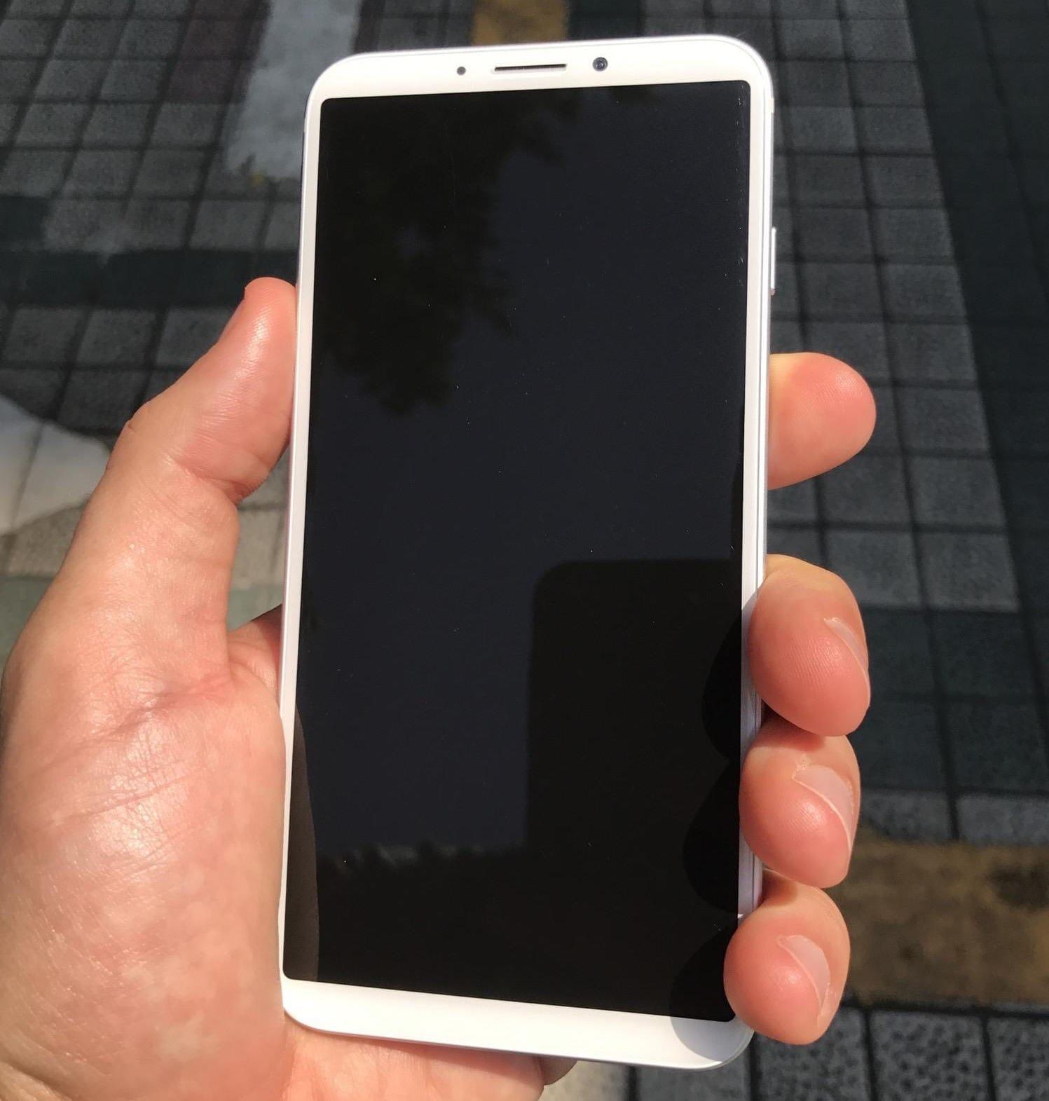 В реализацию  поступил iPhone 8 наОС андроид