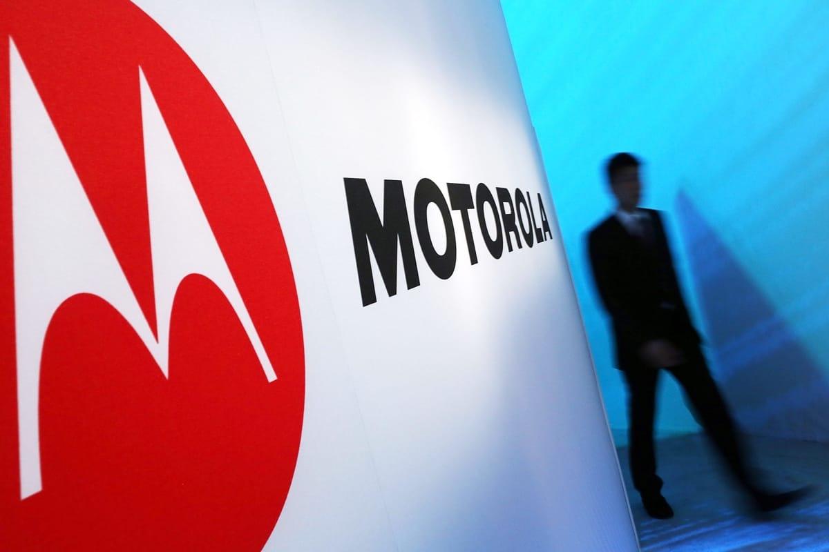 «Возвращение легенды»: мобильные телефоны Motorola появятся на русских прилавках 27июня