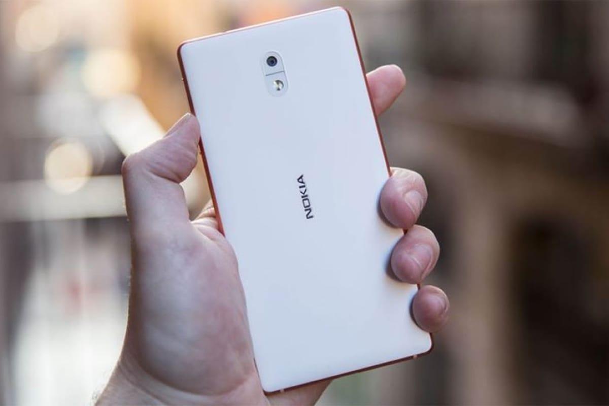 Компания нокиа  вскором времени  выпустит новый кнопочный смартфон