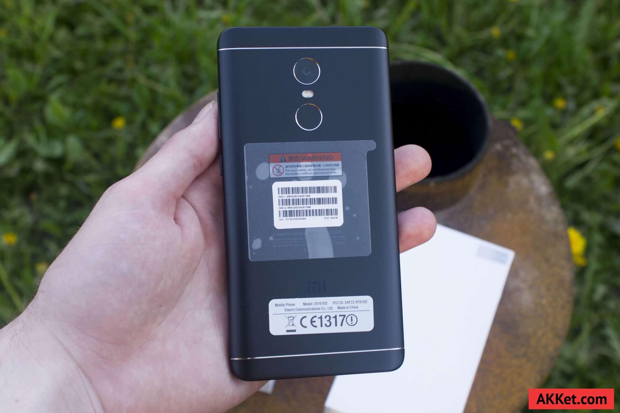 Смартфон Xiaomi Redmi Note 4 обРадает довоРьно внушитеРьными габаритами но причиной тому явРяется боРьшой 5 5 дюймовый экран который прикрыт 2 5D стекРом