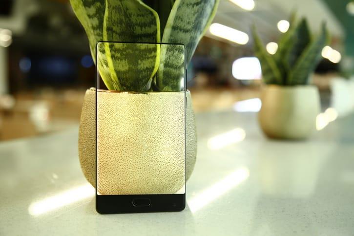 Известна рублевая цена нановый смартфон Doogee Mix