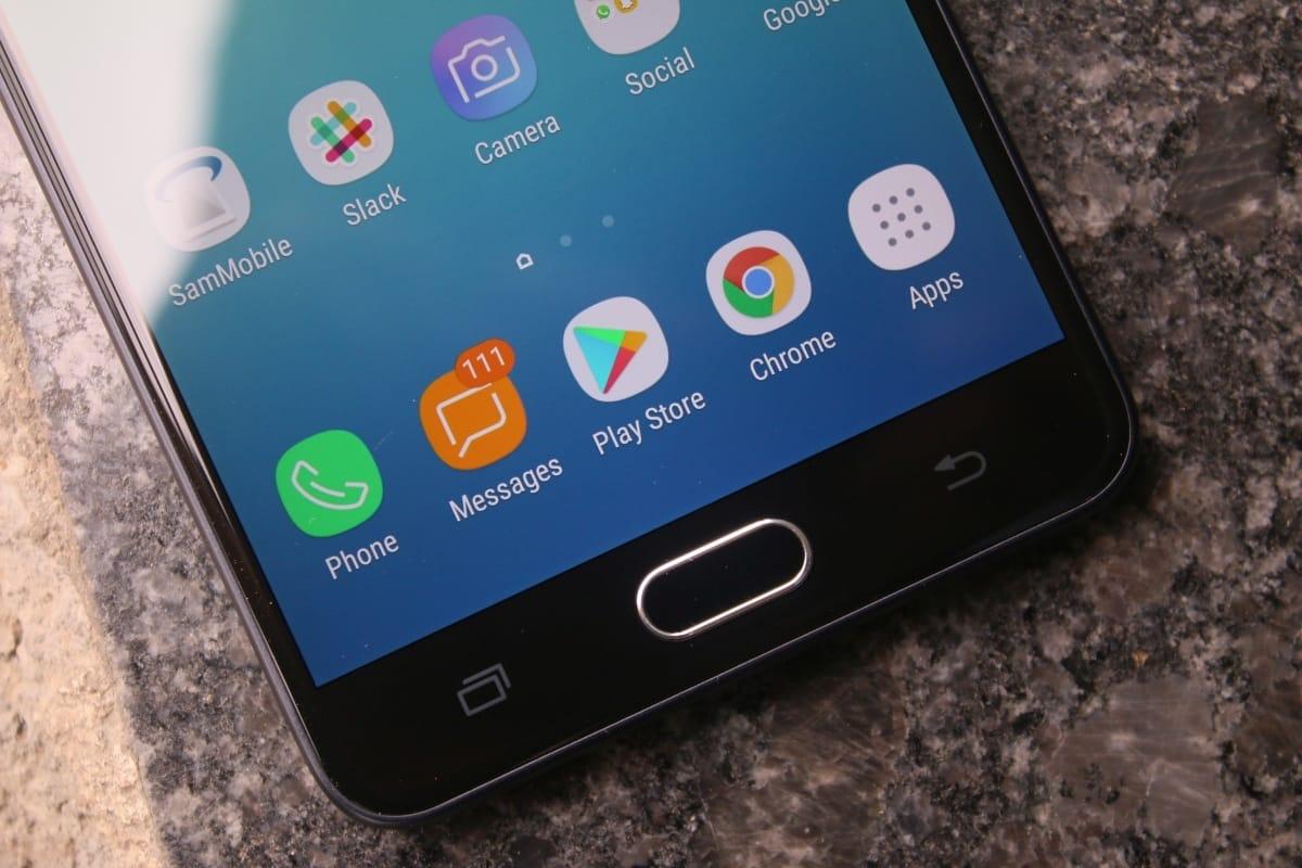 Самсунг продемонстрировал новый смартфон согромным дисплеем