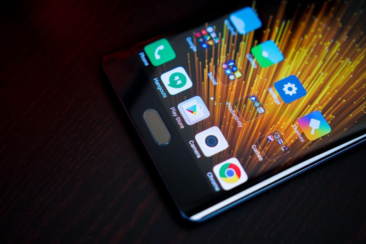 Xiaomi выпустила новый смартфон с 6 ГБ оперативной памяти который уже поступил в продажу