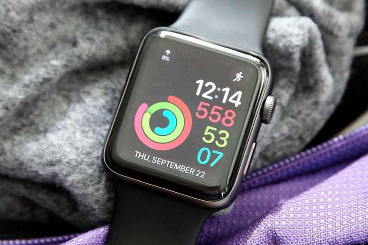 Думаю, все кто уже обзавелся apple watch или только собирается сделать это понимают, что этот гаджет создан, чтобы жить в тесном контакте с iphone.