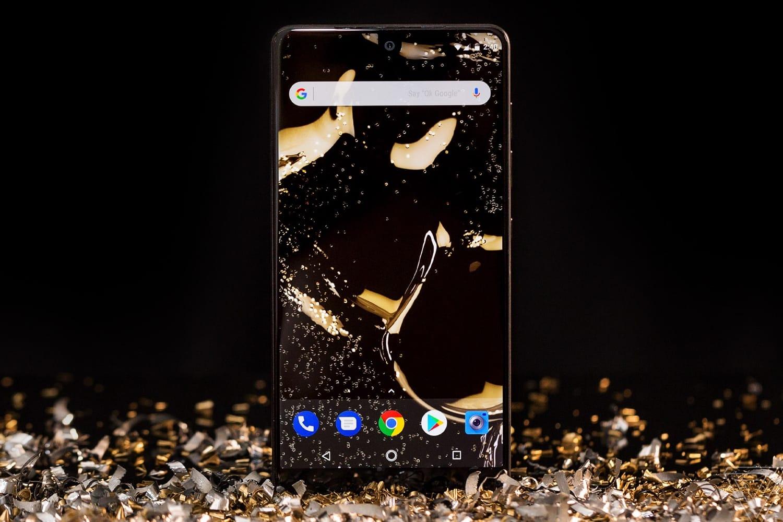 Продажи телефона Essential Phone от основоположника андроид провалились